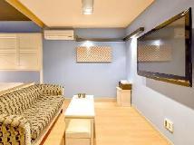 U Motel: interior