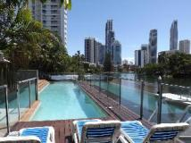 The Emerald Surfers Paradise Apartments: swimming pool