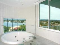 The Emerald Surfers Paradise Apartments: spa