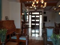 Ma Ma Guest House: interior