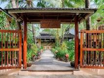 The Residence By Sandoway: entrance