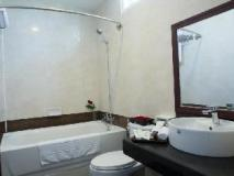 Rising Venus Hotel: bathroom