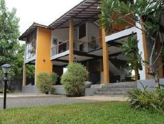 Saffron Fields Hotel | Sri Lanka Budget Hotels