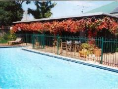 Colleen and Old Sils Farmhouse   Australia Hotels Wallendbeen
