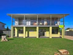Australia Hotel Booking | Sea Lime Beach House