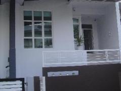 Batu Ferringhi - Shamrock Villas Penang - Villa 11 | Malaysia Hotel Discount Rates