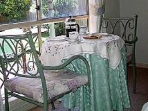 Picnics Bed and Breakfast: food and beverages