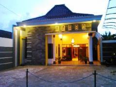 Griya Putri Dewi Family Guest House Indonesia