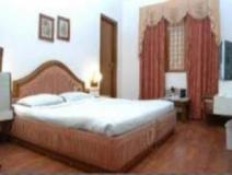 Hotel Surbhi Palace: guest room