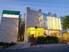 Hotel Atulyaa Taj | India Budget Hotels