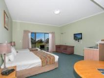 Eagle Heights Hotel: guest room