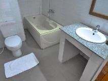 Golden Lotus Inle Hotel: bathroom