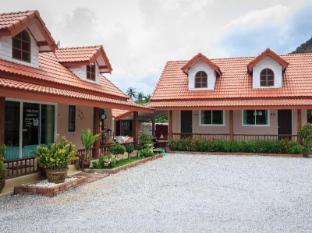 Khaolom Resort