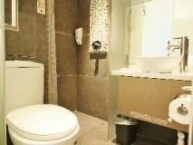 A3 Hotel: bathroom