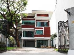Jamjuree Home | Thailand Cheap Hotels