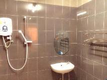 Dokkhaithong Hotel: bathroom