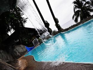 Eagle Point Beach and Dive Resort Batangas - Swimming Pool