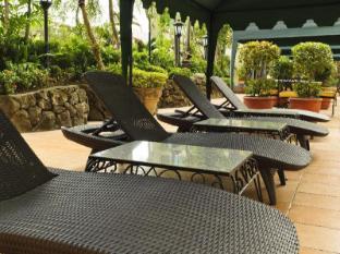 Copacabana Apartment Hotel Manila - Outdoor Pool