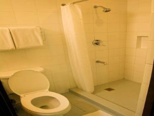El Cielito Hotel Makati Manila - Bathroom