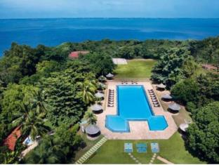 The Gateway Hotel Airport Garden Colombo Negombo - Aerial swimming pool view