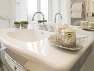 West End Hotel Paris - Deluxe Bathroom