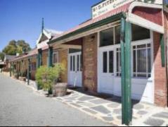 Australia Hotel Booking | Daisys Vintage and Classic Cars and The Fruiterers