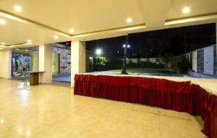 /hotel-rainbow-international-shamshabad/hotel/hyderabad-in.html?asq=jGXBHFvRg5Z51Emf%2fbXG4w%3d%3d