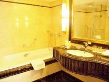 Presidente Hotel: bathroom