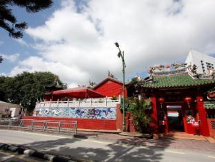 Place2Stay @ Riverside Kuching - Tua Pek Kong Chinese Temple