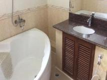 Shwe Taung Tarn Hotel: bathroom