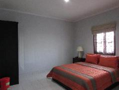 Guest House Roemah Nenekoe | Indonesia Budget Hotels