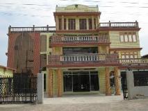 Sandalwood Hotel: entrance