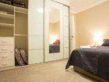 Amaaze Airport Apartments: guest room