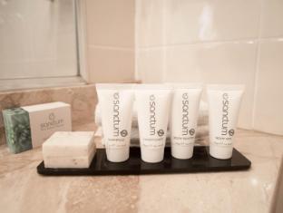 Rydges Tradewinds Hotel Cairns - Bathroom