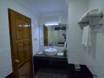 Hotel Moe Thee: bathroom