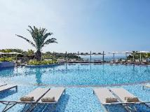 The Shilla Jeju: swimming pool