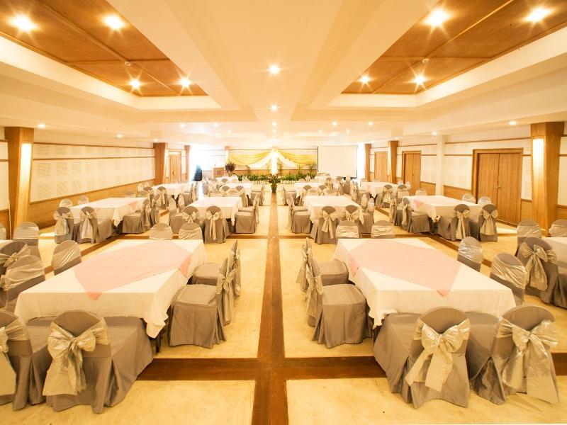 AANA Resort & Spa55