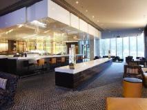 Crown Promenade Hotel: restaurant