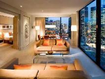 Crown Promenade Hotel: guest room