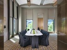 Crown Promenade Hotel: meeting room