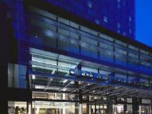 Crown Promenade Hotel: exterior