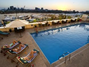 Carlton Tower Hotel Dubai - Swimming Pool