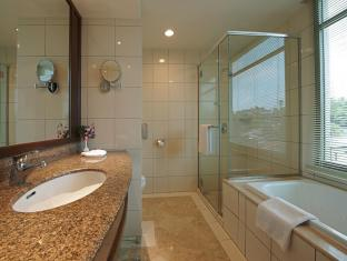 Eastin Hotel Kuala Lumpur - Separate Shower & Bathtub
