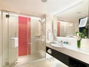 Sama-Sama Hotel Kuala Lumpur International Airport Kuala Lumpur - Premier Room Bathroom
