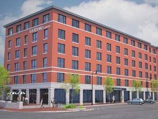 /courtyard-by-marriott-portland-downtown-waterfront/hotel/portland-me-us.html?asq=9Ui%2fbpCihIwldOcvCvnaAKey3RCmM8%2bTmRRYVQ2z2Bb1kyQ%2bQsQq9A4mUmUYXb3h