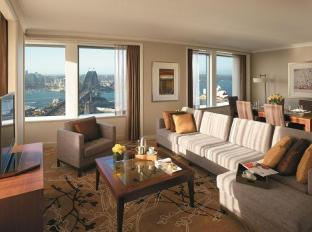 Shangri-la Hotel Sydney - Grand Apartment - living area