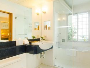 At Ease Saladaeng by Aetas Bangkok - Bathroom