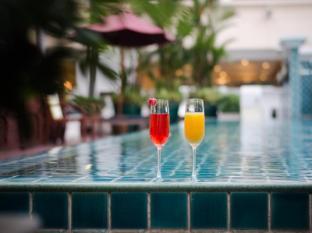 At Ease Saladaeng by Aetas Bangkok - Swimming Pool