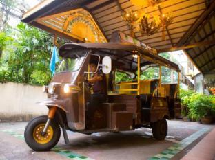 Woraburi Sukhumvit Hotel Bangkok - TUK TUK Service