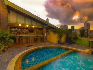Woraburi Sukhumvit Hotel Bangkok - Swimming Pool